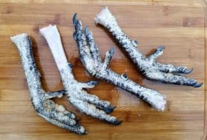 how to clean chicken and turkey feet -along with the gizzard- prior to cooking